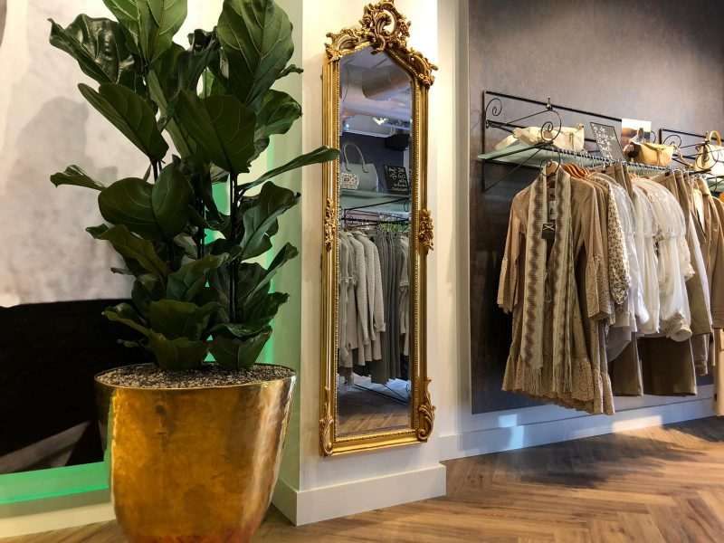 Italiaanse damesmode winkel in Valkenswaard